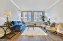 Spacious & Bright Living Room - 1205 N GARFIELD ST #905, ARLINGTON