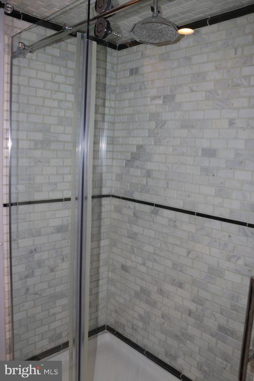 master bath - 8703 SUDBURY PL, ALEXANDRIA