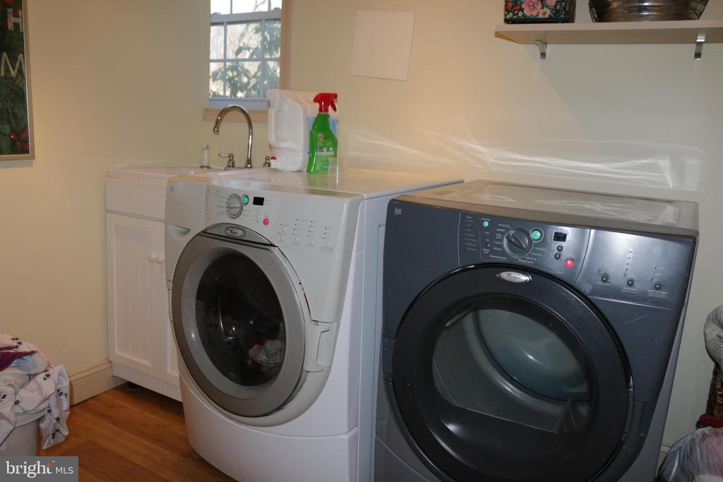 Separate laundry - 8703 SUDBURY PL, ALEXANDRIA