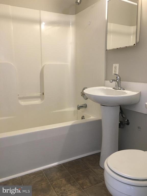 Bathroom - 214 FRAZIER ST, FREDERICKSBURG