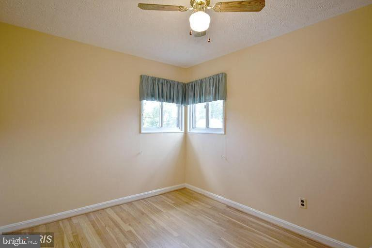 South Unit Upper Level 1 Bedroom #3 - 5806 FLANDERS ST, SPRINGFIELD