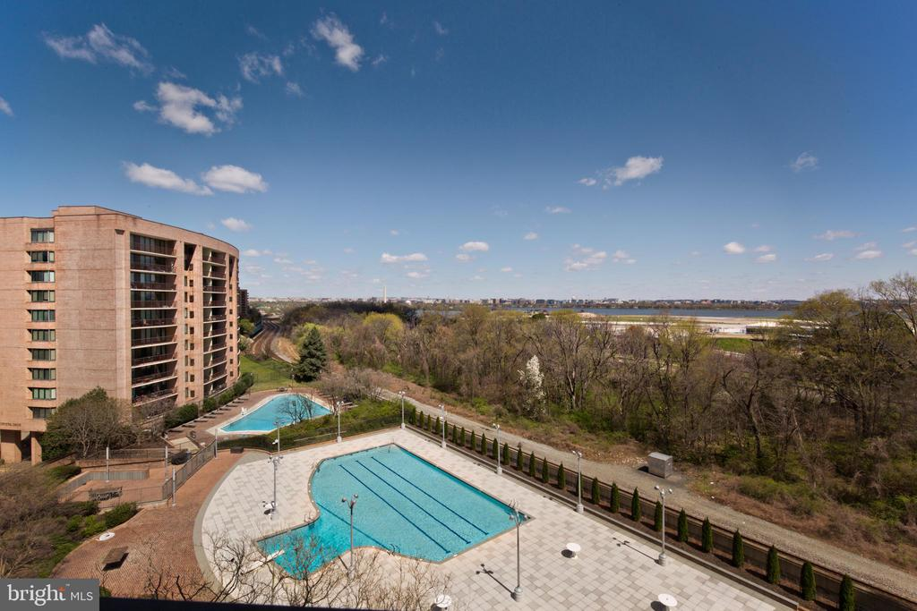 Overlooking pool - 1805 CRYSTAL DR #810S, ARLINGTON