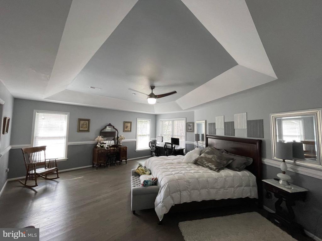 Massive master bedroom - 105 JEFFERSON AVE, LOCUST GROVE