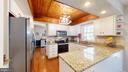 Updated, gleaming kitchen - 3014 MEDITERRANEAN DR, STAFFORD