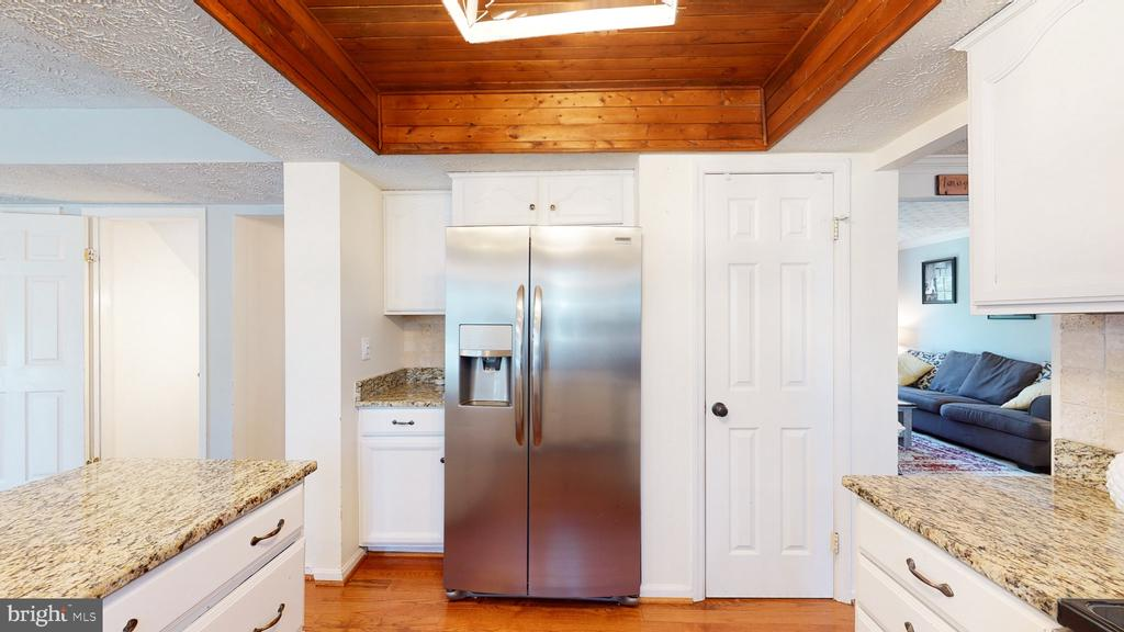 Pantry conveniently located next to refrigerator - 3014 MEDITERRANEAN DR, STAFFORD