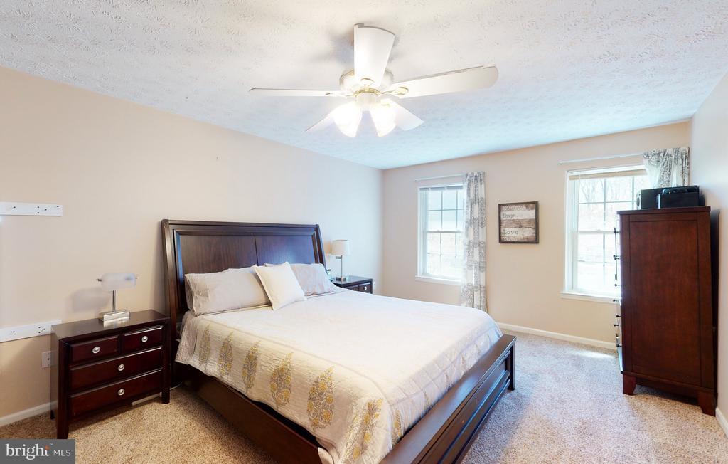 Large primary bedroom - 3014 MEDITERRANEAN DR, STAFFORD