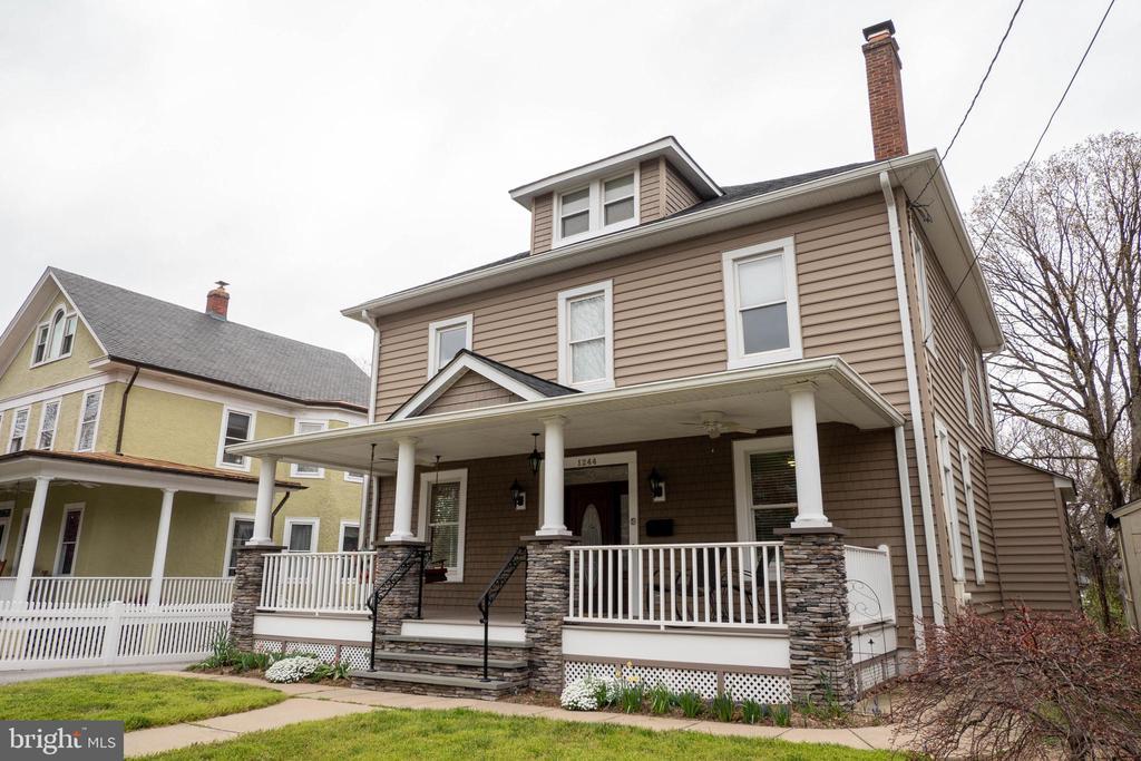 Large front porch features swing - 1244 MONROE ST NE, WASHINGTON