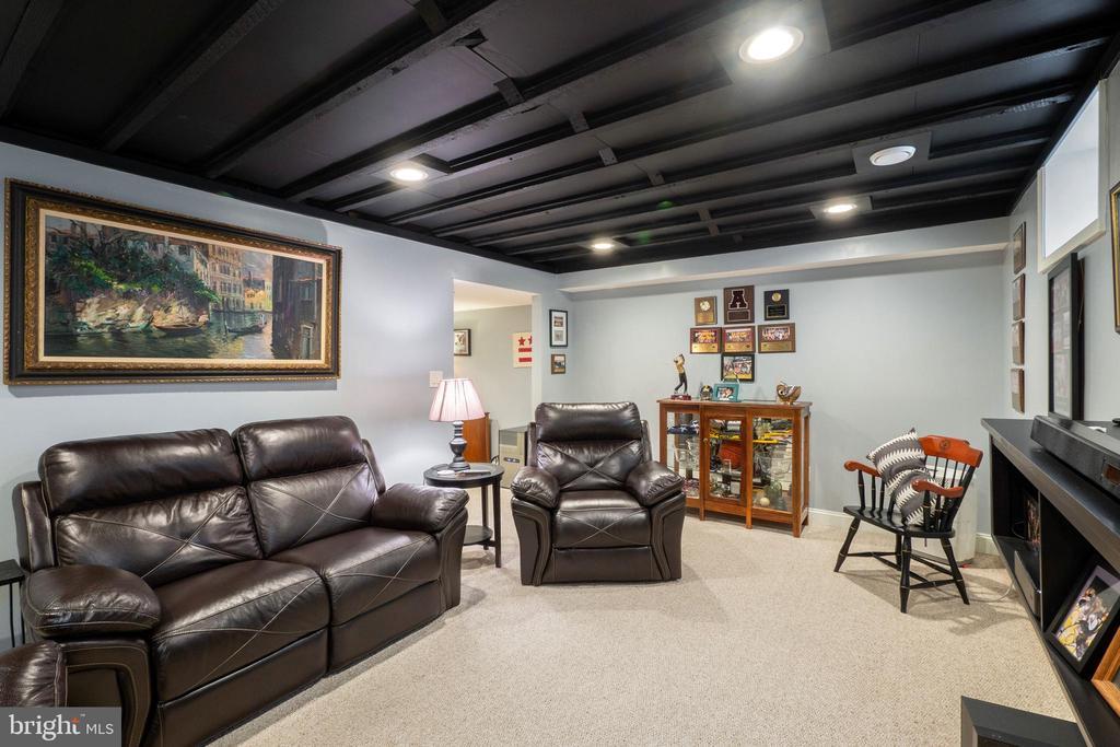 Downstairs has den - 1244 MONROE ST NE, WASHINGTON