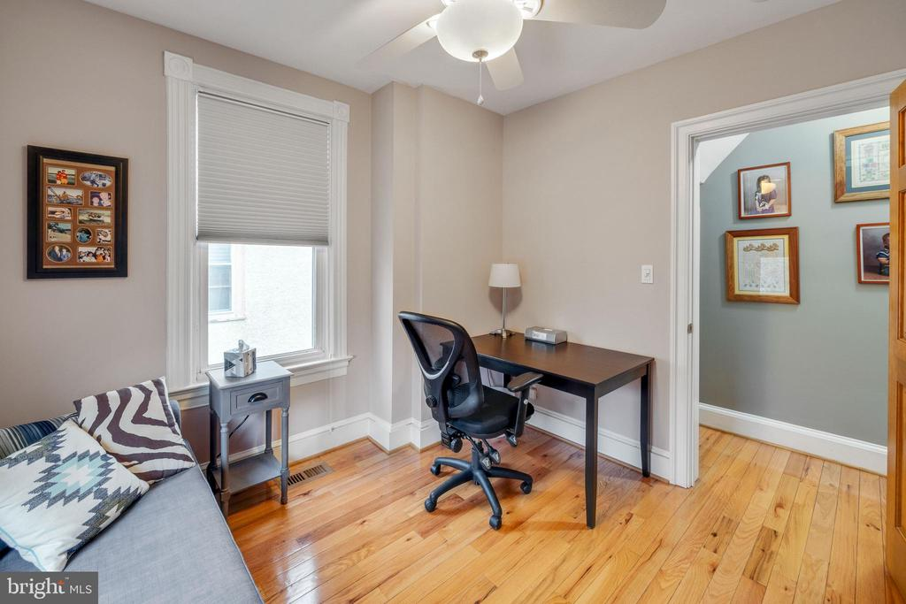 Lots of places to read or work - 1244 MONROE ST NE, WASHINGTON