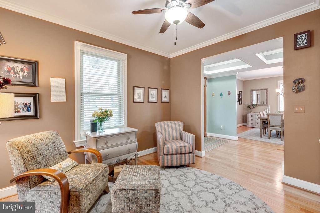 Family room - 1244 MONROE ST NE, WASHINGTON