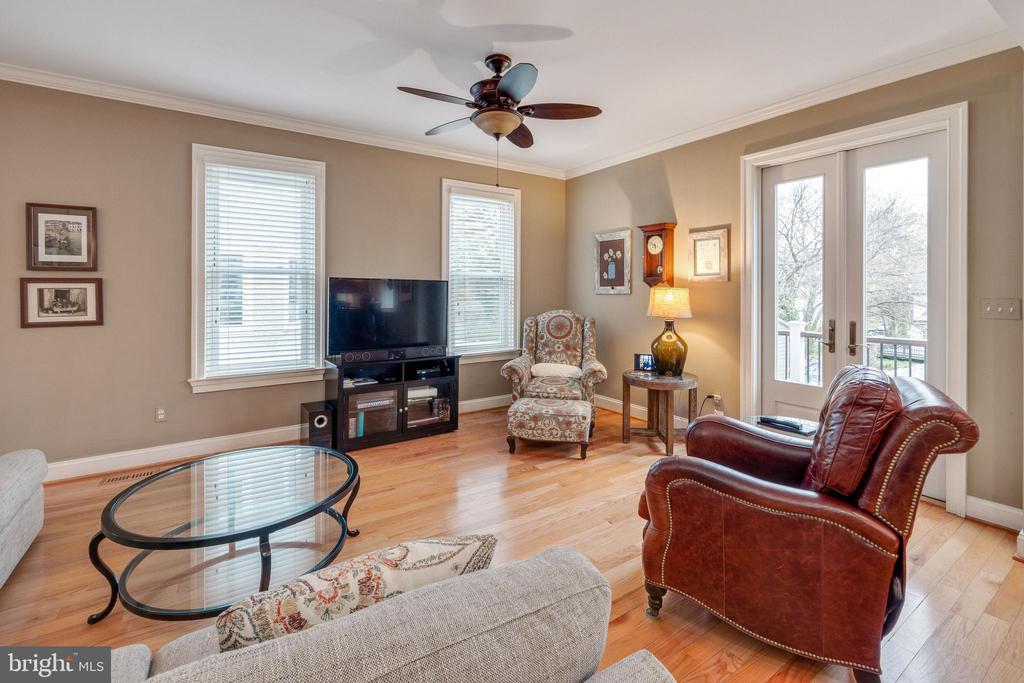 Lots of natural light in family room - 1244 MONROE ST NE, WASHINGTON