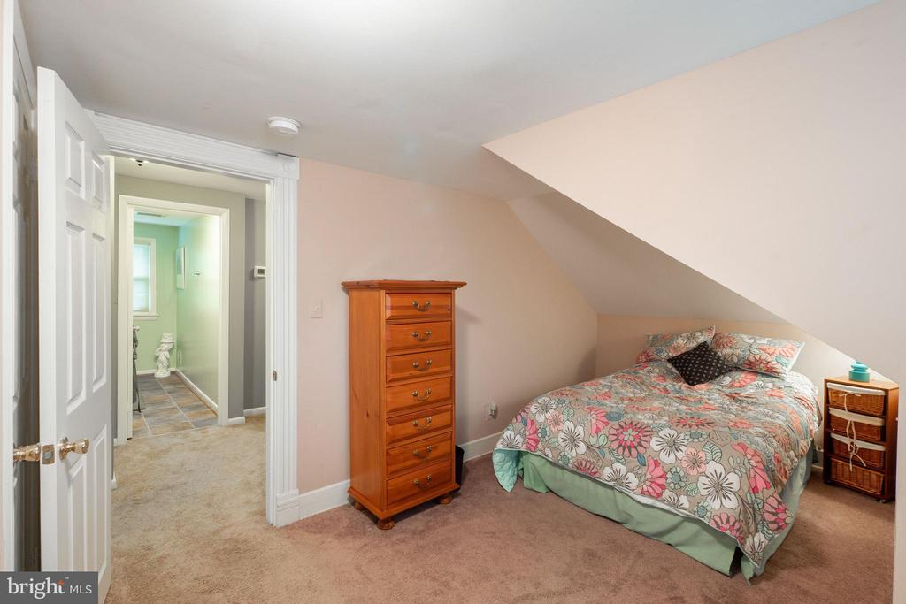 Upstairs bedroom - 1244 MONROE ST NE, WASHINGTON