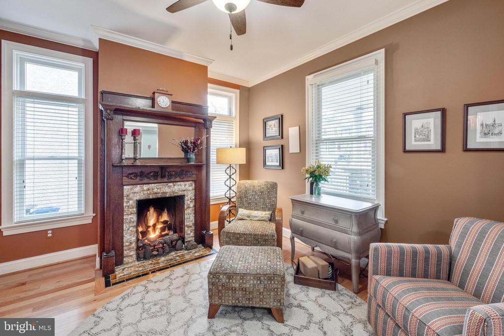 Library/Den with gas fireplace - 1244 MONROE ST NE, WASHINGTON