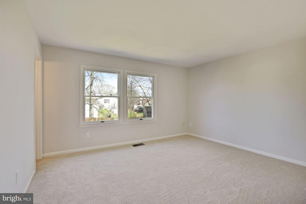 You'll love this Primary bedroom w/rear yard views - 304 W VERNON CT, STERLING