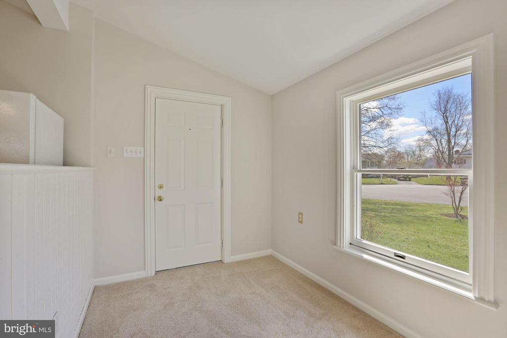 Addition/in-law suite has its own private entrance - 304 W VERNON CT, STERLING