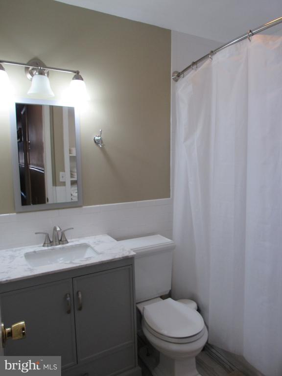 Second apartment bathroom - 1440 S ST NW, WASHINGTON