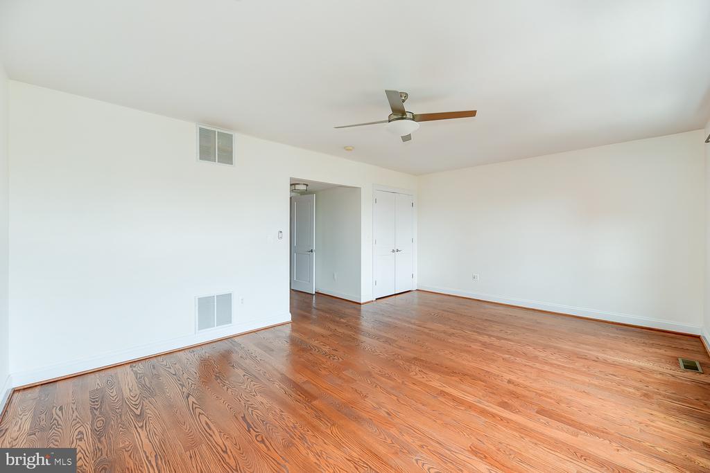 Bedroom 5 w/ Ensuite - 610 MARYLAND AVE NE, WASHINGTON