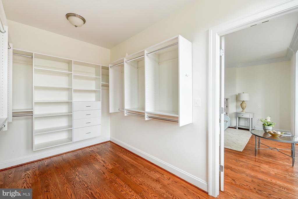 Owner's Closet - 610 MARYLAND AVE NE, WASHINGTON