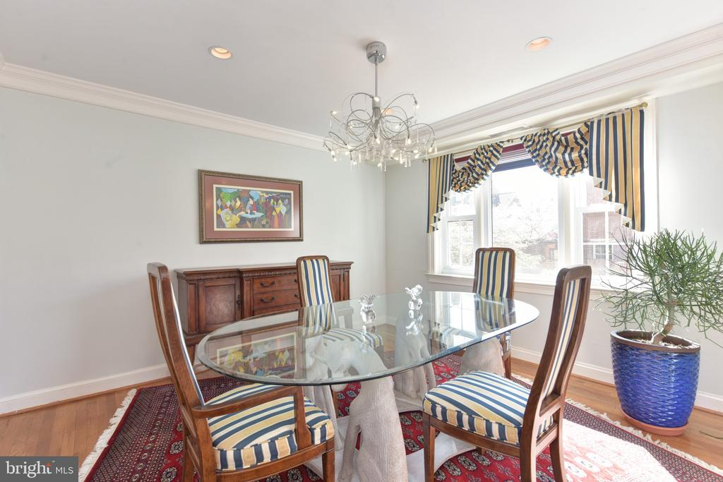 Delightful dining room with front patio views - 320 N ROYAL ST, ALEXANDRIA