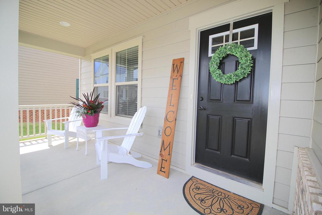 Spacious / Private Front Porch - 2532 SWEET CLOVER CT, DUMFRIES