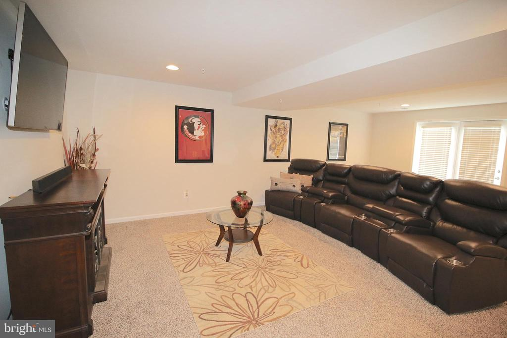 Large walk-out /small walk up basement - 2532 SWEET CLOVER CT, DUMFRIES