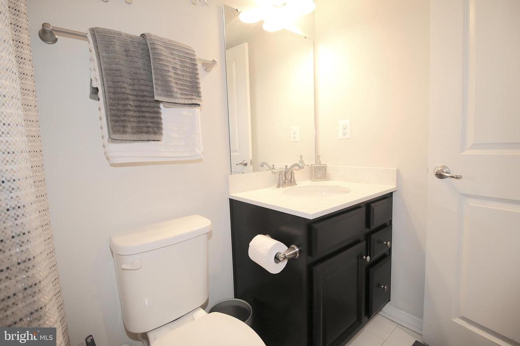Full Bathroom in Basement - 2532 SWEET CLOVER CT, DUMFRIES