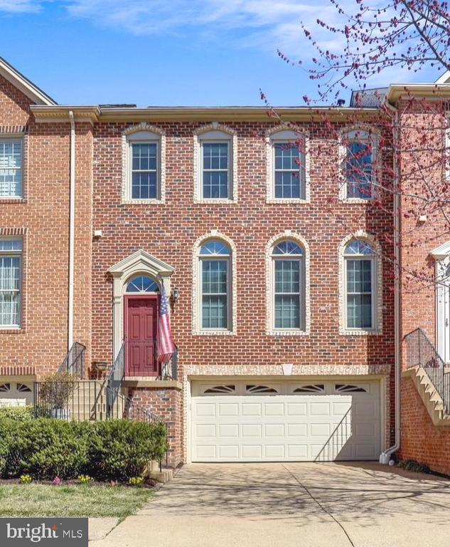 Brick townhome in the heart of Fairfax. - 4124 TROWBRIDGE ST, FAIRFAX