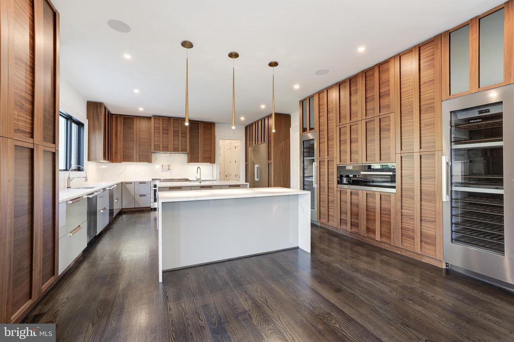 Gourmet Kitchen - Array of Built-in Appliances - 1332 MCCAY LN, MCLEAN