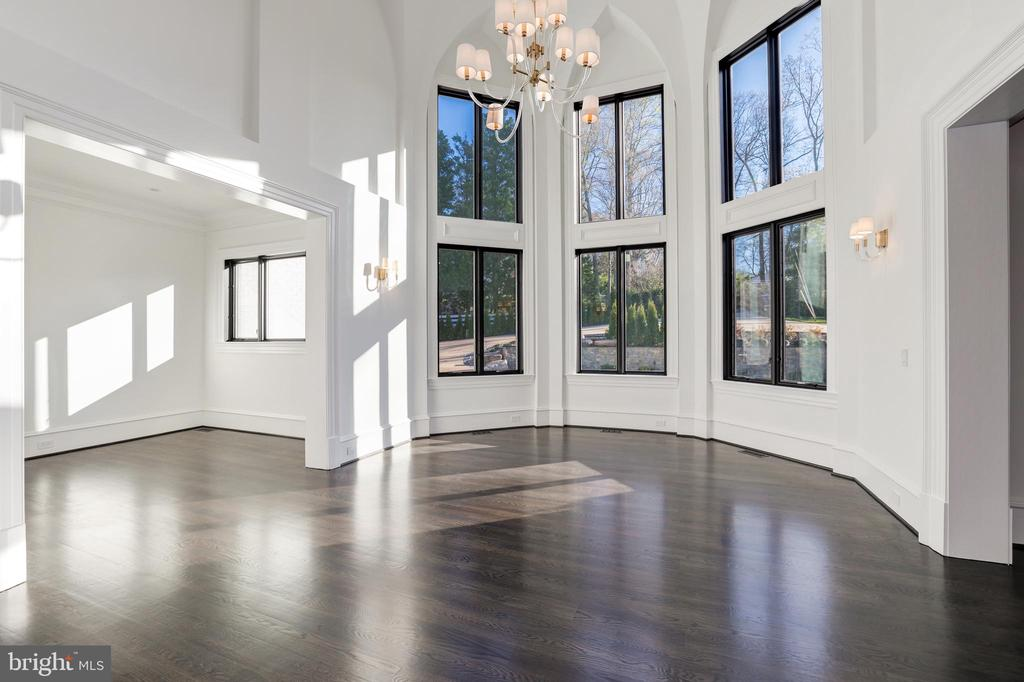 Dining Room - Dramatic 2-story Ceiling - 1332 MCCAY LN, MCLEAN