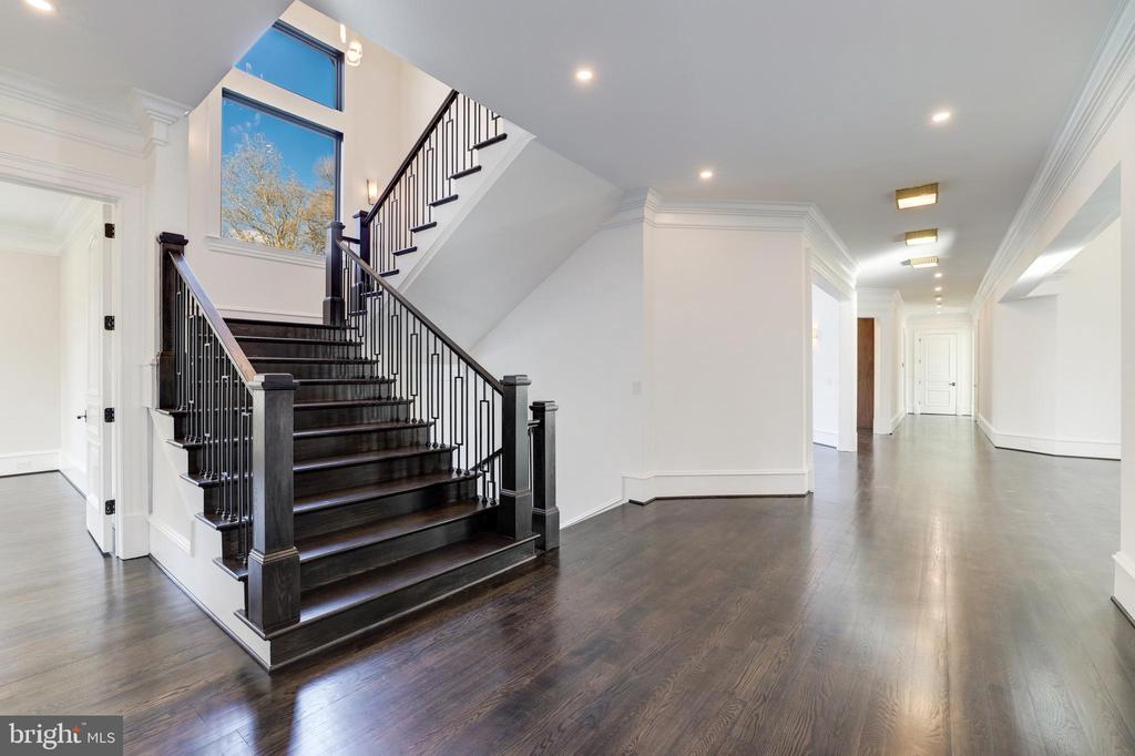 Main Staircase - 1332 MCCAY LN, MCLEAN
