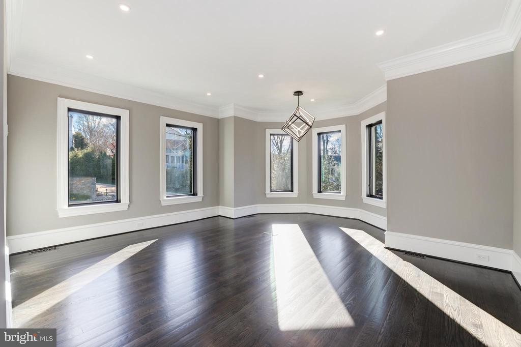 Private Office - 1332 MCCAY LN, MCLEAN