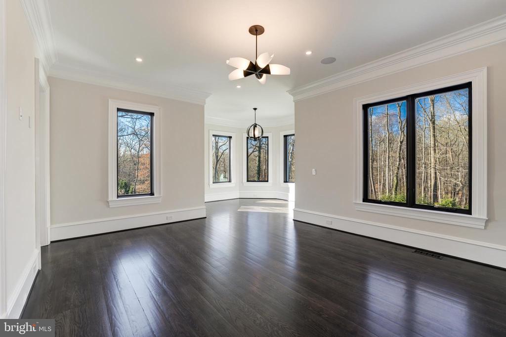 Main Level Bedroom Suite - 1332 MCCAY LN, MCLEAN