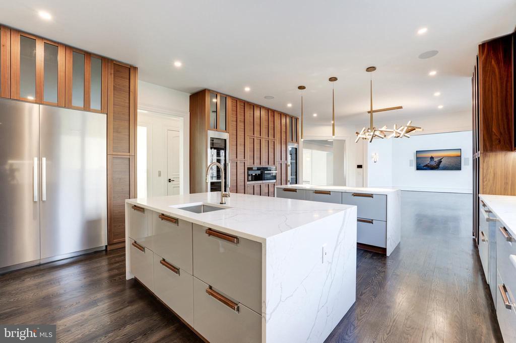 Kitchen Details - 1332 MCCAY LN, MCLEAN