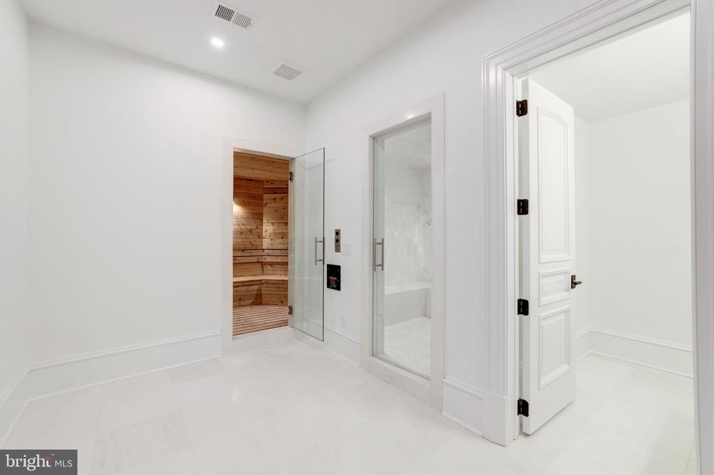 Fitness Suite - Sauna & Steam Shower - 1332 MCCAY LN, MCLEAN