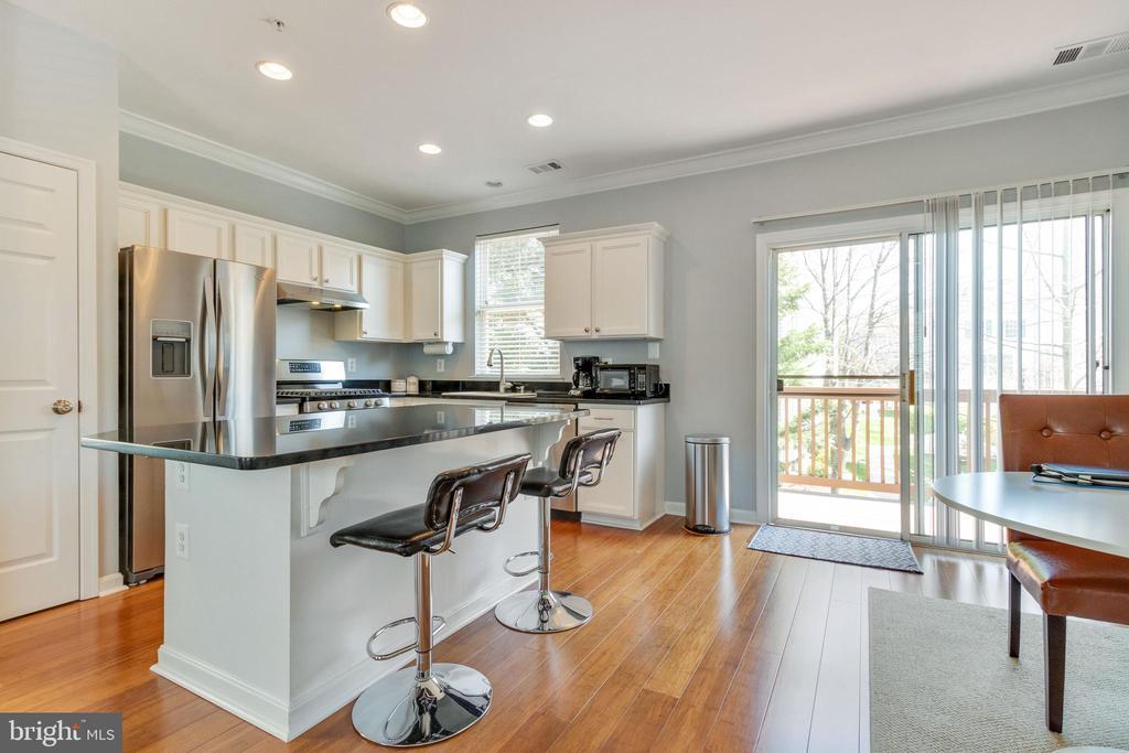 New gas range, dishwasher and refrigerator! - 21786 JARVIS SQ, ASHBURN