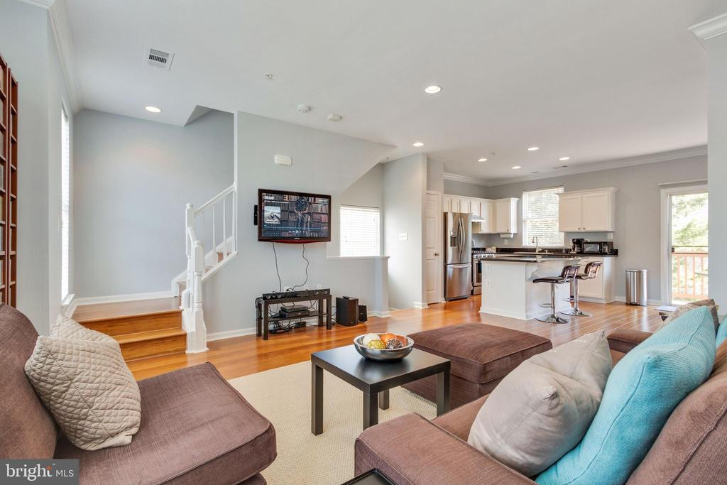 New hardwood floors on main level and steps! - 21786 JARVIS SQ, ASHBURN