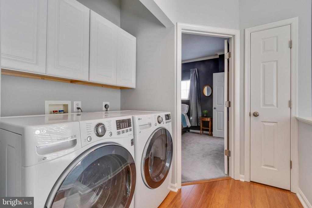 Updated washer and dryer and new cabinetry above - 21786 JARVIS SQ, ASHBURN