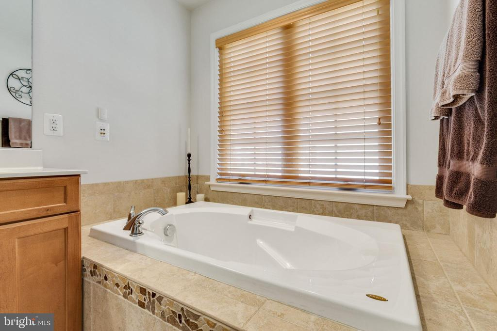 Large soaking tub in Primary bath - 15659 ALTOMARE TRACE WAY, WOODBRIDGE