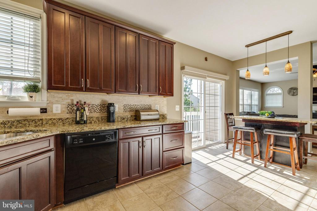 Bright Kitchen with access to deck - 15659 ALTOMARE TRACE WAY, WOODBRIDGE