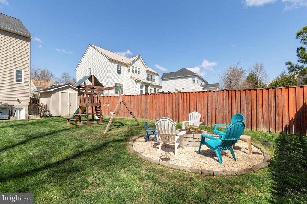 Firepit and playscape - 15659 ALTOMARE TRACE WAY, WOODBRIDGE