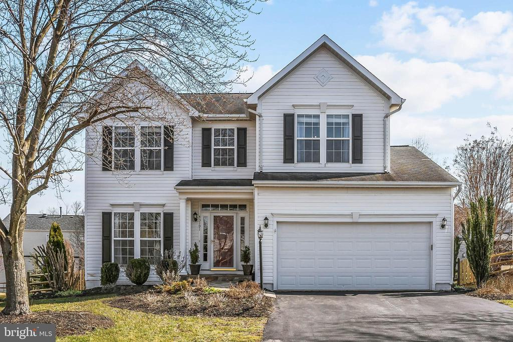 Beautifully updated home on a quiet cul-de-sac! - 43191 BURSTALL CT, LEESBURG