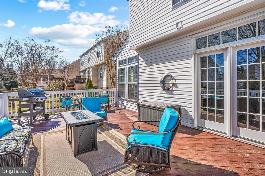 ...huge deck overlooking the backyard. - 43191 BURSTALL CT, LEESBURG