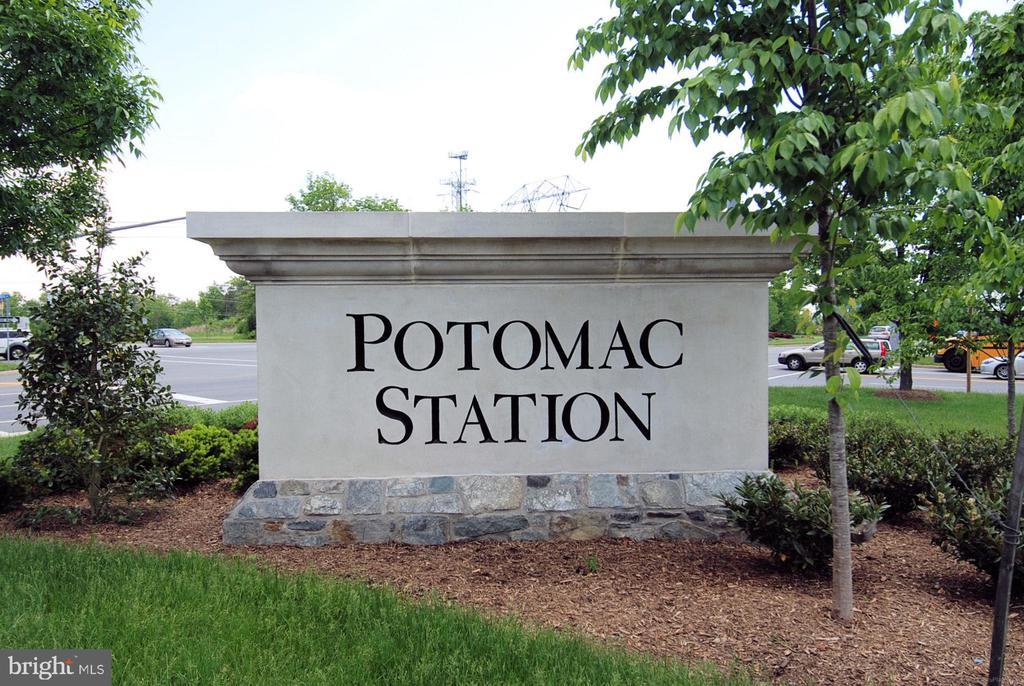 Sought-after Potomac Station neighborhood! - 43191 BURSTALL CT, LEESBURG
