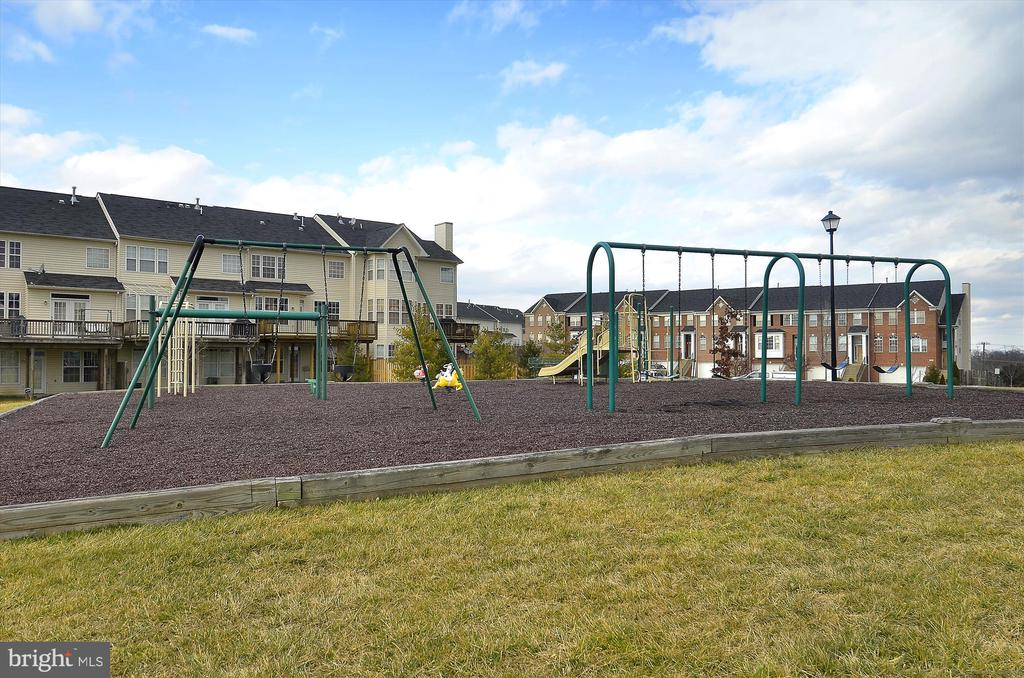 Multiple playgrounds and tot lots! - 43191 BURSTALL CT, LEESBURG