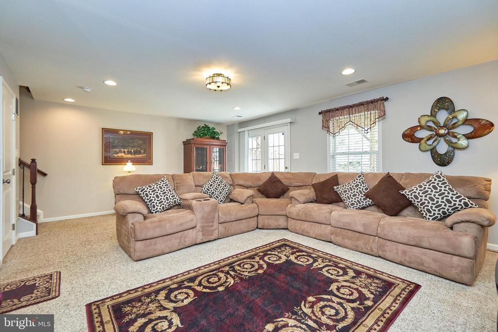 Light and Bright - 7006 DARBEY KNOLL DR, GAINESVILLE
