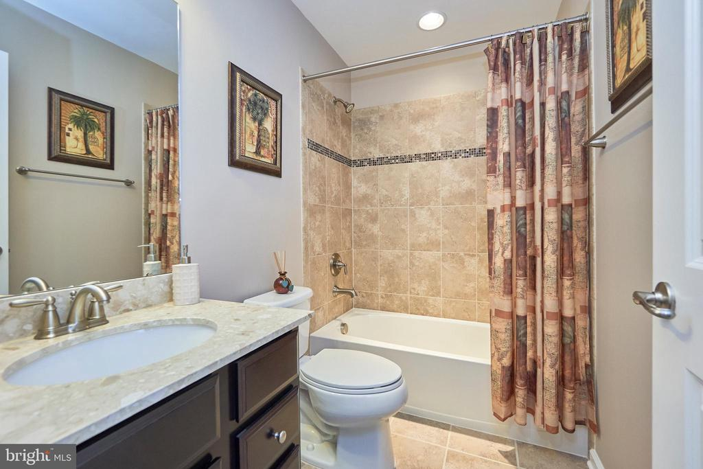 Hall Bathroom - 7006 DARBEY KNOLL DR, GAINESVILLE