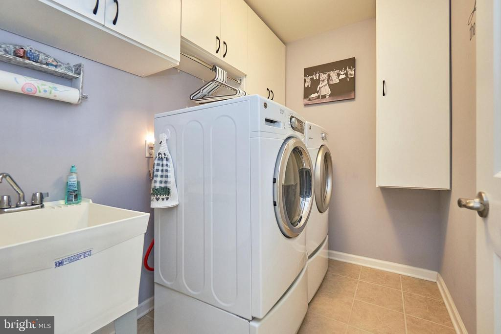 Upper Level Laundry with Extra Cabinets - 7006 DARBEY KNOLL DR, GAINESVILLE