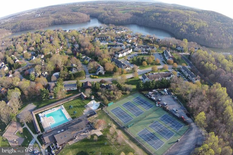 One of three pools and tennis courts for owners - 6806 ROCKCREST CIR, NEW MARKET