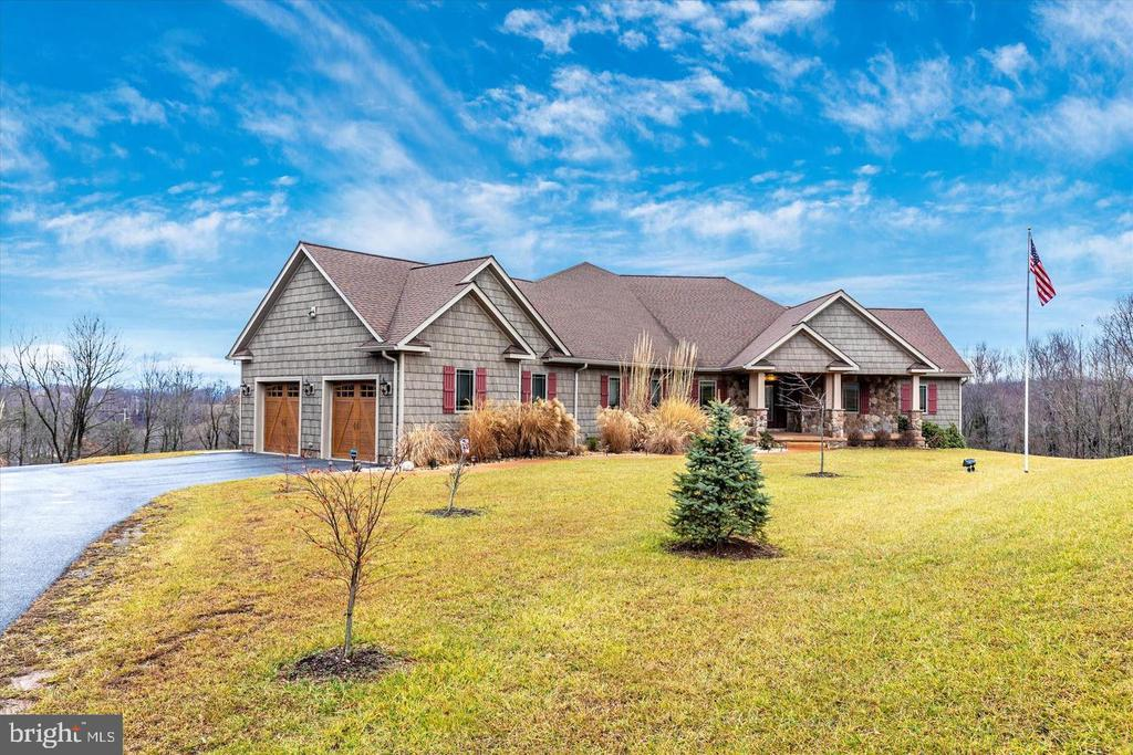 Custom, Rancher style home - 7235 WOODVILLE RD, MOUNT AIRY