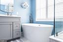 Stand alone modern soaking tub - 20261 MACGLASHAN TER, ASHBURN